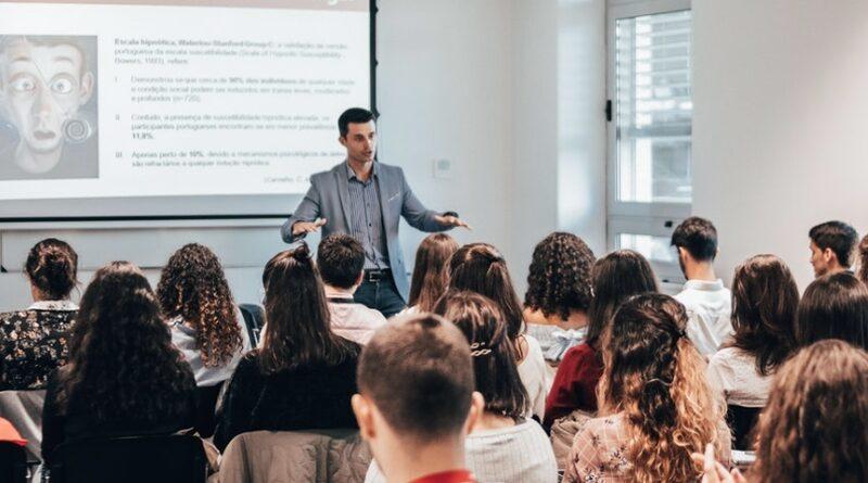 Adaptarea curriculară o provocare continuă pentru cadrul didactic